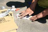 接着剤を塗布する前処理で、アルミの生地を出すとともに、面粗しをする。溶剤での脱脂し不要です。