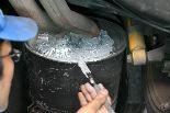 マフラーの修理・・接着剤で今回の作業は、一度に使用利用量を配合・・ではなく・・3回に分けた